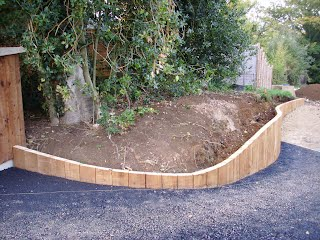 Curved Raised Garden Beds : Gallery Walls & Raised Beds - Gardens R Us
